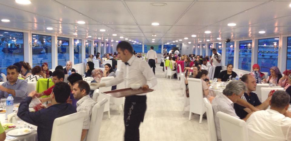 Teknede düğün yemek hazırlığı